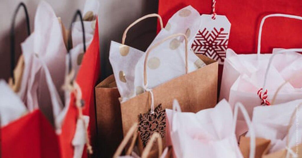 Weihnachtliche Einkaufstueten
